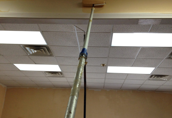 Here, we used a homemade extend-poll to reach the really high parts of our meal room with paint. Very handy! :)